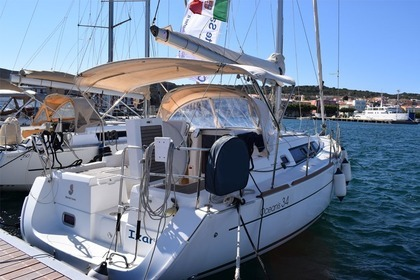 Rental Sailboat BENETEAU OCEANIS 34 Carloforte