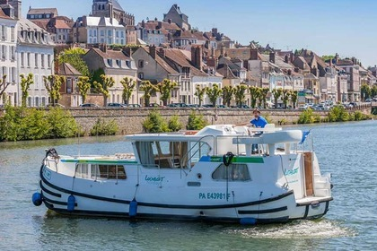 Charter Houseboat Pénichette® 1020 FB Joigny