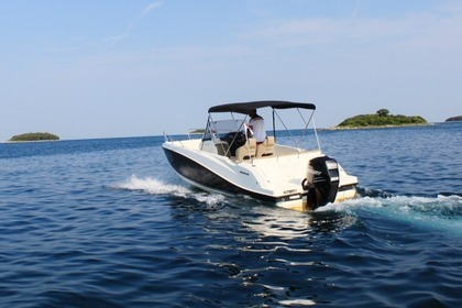 Charter Motorboat QUICKSILVER 675 Open Vrsar