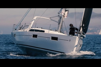 Hire Sailboat Beneteau 41 Stonington