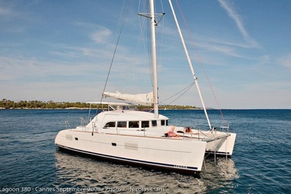 Rental Catamaran LAGOON 380 Road Town
