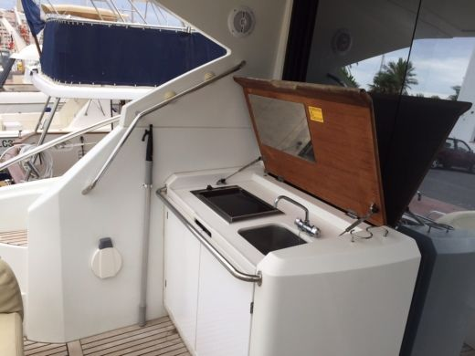 Motorboat BENETEAU Monte Carlo 47 for hire