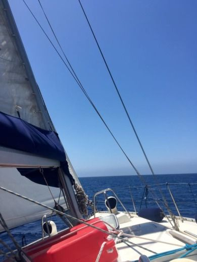 Sailboat Beneteau Oceanis 390 for hire