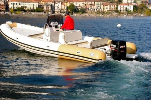 RIB Zodiac 750 Club peer-to-peer