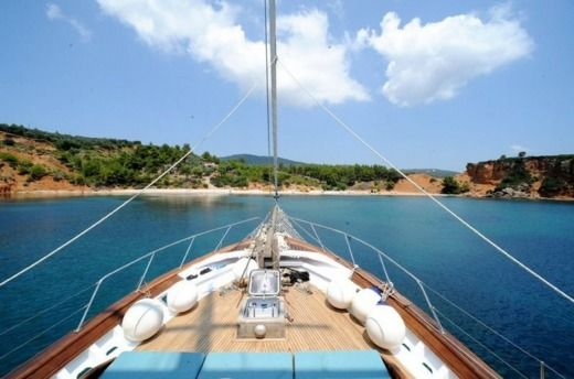 Charter sailboat in Mikonos peer-to-peer