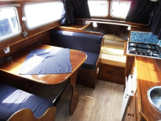Motorboat Vechtkruiser 950 (vedette Hollandaise) peer-to-peer