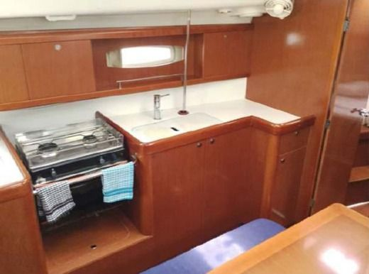 Sailboat Beneteau Oceanis 40 peer-to-peer