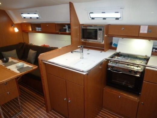Sailboat BAVARIA Avantgarde 36 Pieds peer-to-peer