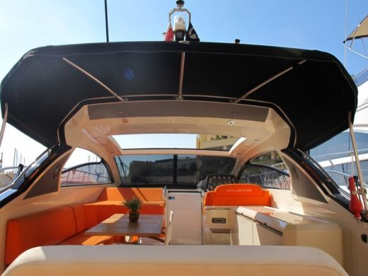 ATLANTIS 48 in Malte peer-to-peer