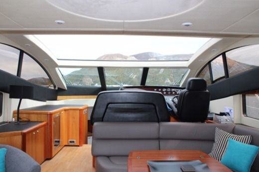 Motorboat Sunseeker Predator 62 peer-to-peer