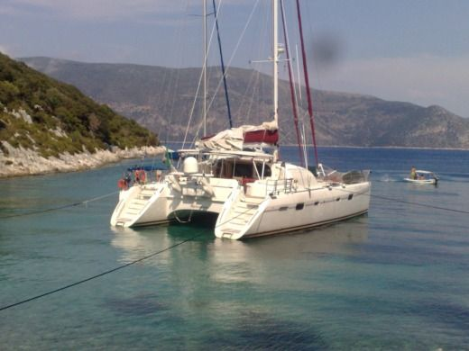 Catamaran Alliaura Marine Privilege 585 peer-to-peer
