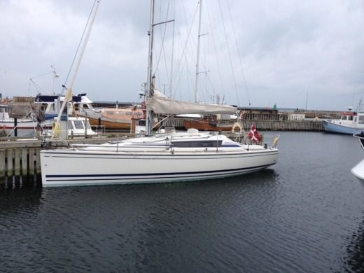 Sailboat Dehler Dehler 33 Cruising for hire