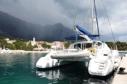 Catamaran Fountaine Pajot Lavezzi40 peer-to-peer