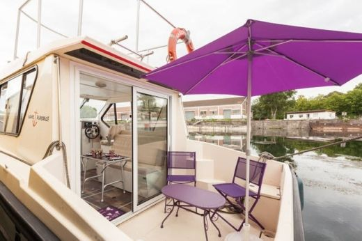 Motorboat Nicols Riviera 750 peer-to-peer