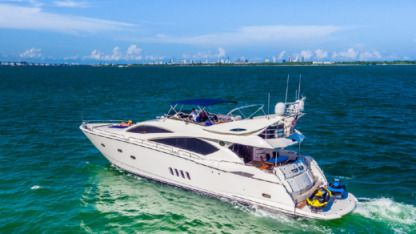 Charter Motorboat Sunseeker 82 Fly Miami Beach