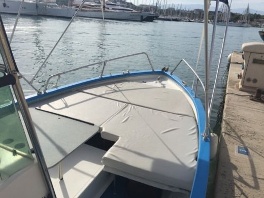 Chantier Pro 2000 Outre Mer 5000 in Antibes peer-to-peer