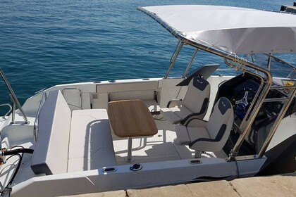 Hire Motorboat Beneteau Flyer 7.7 Poreč