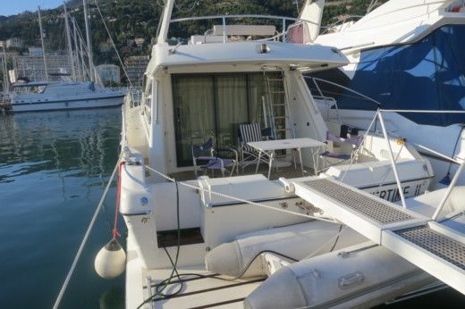 Rental motorboat in Menton