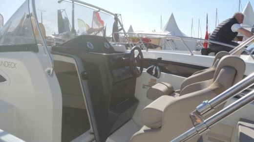 Quicksilver 605 Activ Sundeck in Marseille