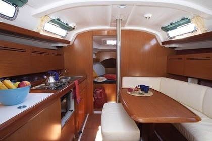 Hire Sailboat BENETEAU CYCLADES 39.3 Murter