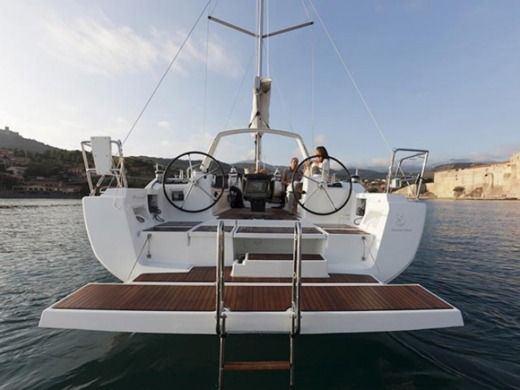BENETEAU Oceanis 41 in Alimos peer-to-peer