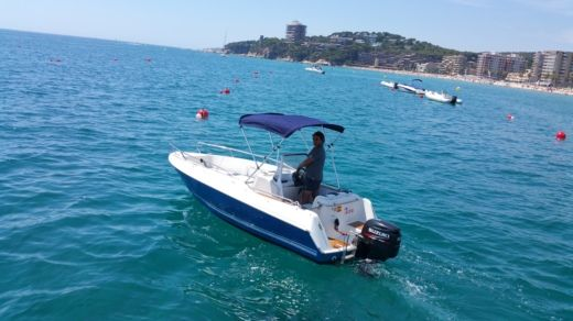 Motorboat Quicksilver 5,5 Commander for rental