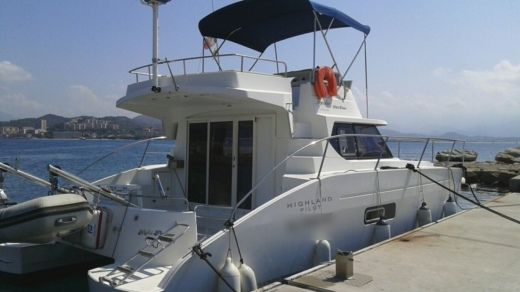 Motorboat Fountaine Pajot Highland 35 Pilot peer-to-peer