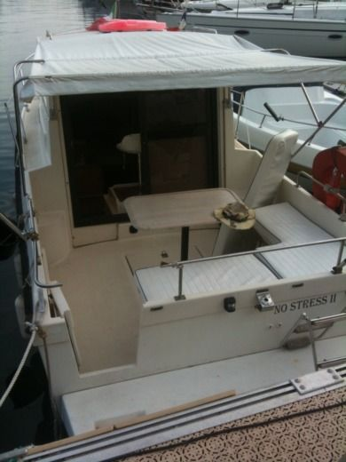 Motorboat Sera Rover 640 for hire