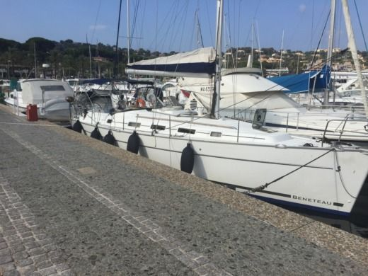 Charter sailboat in Cavalaire-sur-Mer peer-to-peer