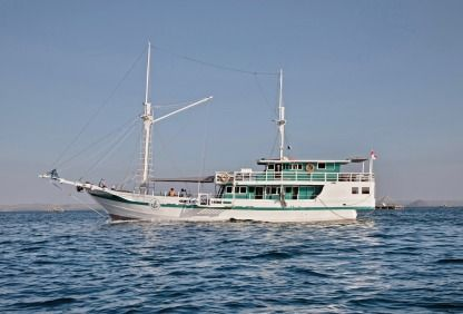Charter Sailboat Phinisi Traditional Phinisi 91 Ft Komodo