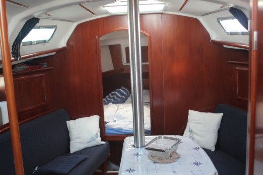 Sailboat BENETEAU OCEANIS 331 Quillard peer-to-peer