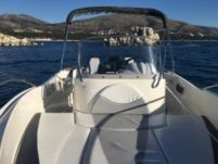 Motorboat Quicksilver 635 Commander for hire