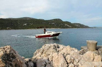 Charter Motorboat Ven 501- Licence Not Required Vinišće