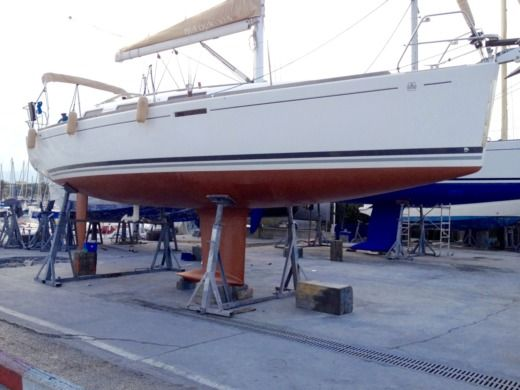 Dufour 325 Grand Large in Saint-Laurent-du-Var for hire