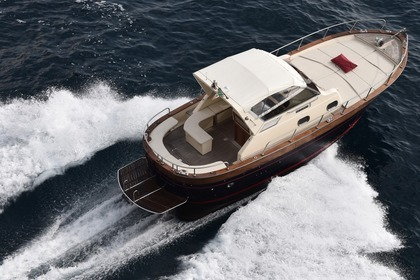 Hire Motorboat Apreamare 9 Semi Cabinato Nerano