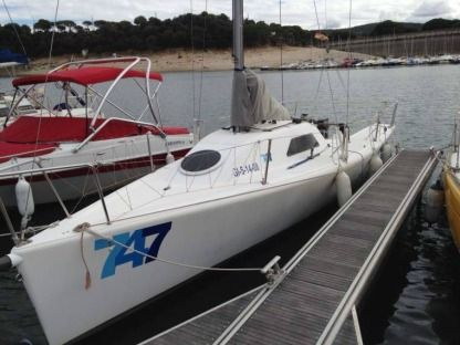 Charter Sailboat Vent Réel 747 One Design Carnon