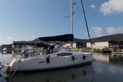 Charter Sailboat Beneteau Oceanis 40 Paraty