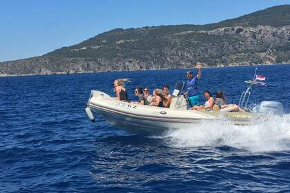 Rental RIB ZODIAC MEDLINE 650 Komiža