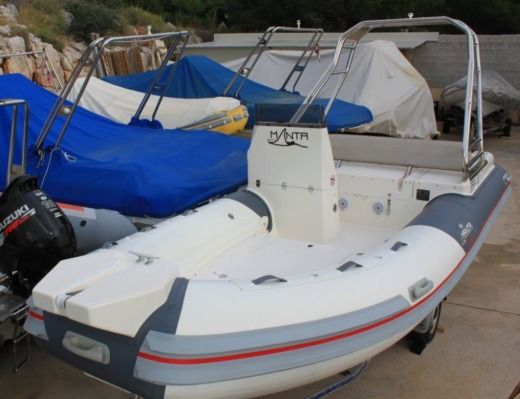 Boat Manta 555 in Zavala for hire