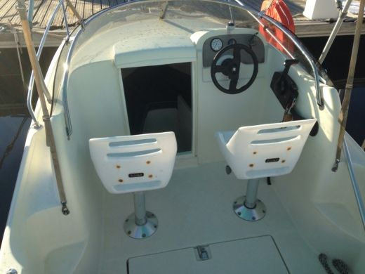 Motorboat Jeanneau Leader 515 for hire