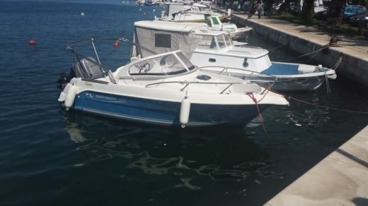 Motorboat QUICKSILVER 550WA peer-to-peer