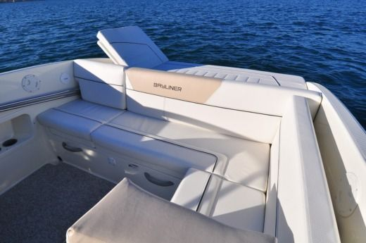 Motorboat Bayliner 642 Cuddy for hire