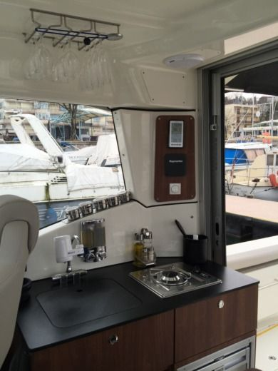 Motorboat QUICKSILVER 905 Pilothouse peer-to-peer