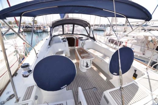 BENETEAU Oceanis 54 in Alimos for hire