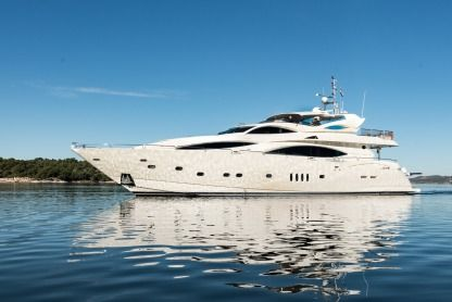 Charter Motorboat Sunseeker 105 Split
