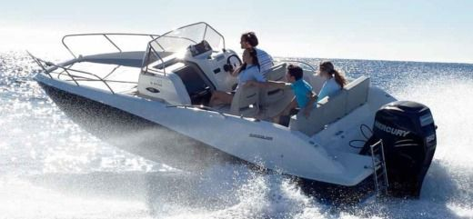 Motorboat Quicksilver 675 Sundeck for hire