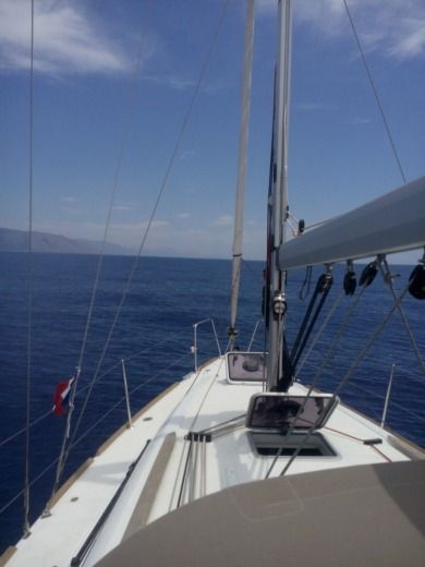 Sailboat JEANNEAU 33i for hire