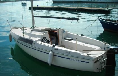 Rental Sailboat Jeanneau Flirt La Plaine-sur-Mer