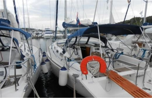 Sailboat Dufour 325 for hire