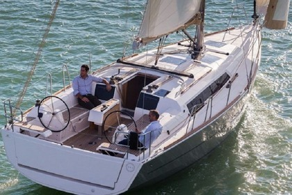 Hire Sailboat DUFOUR Grand Large 382 Athens